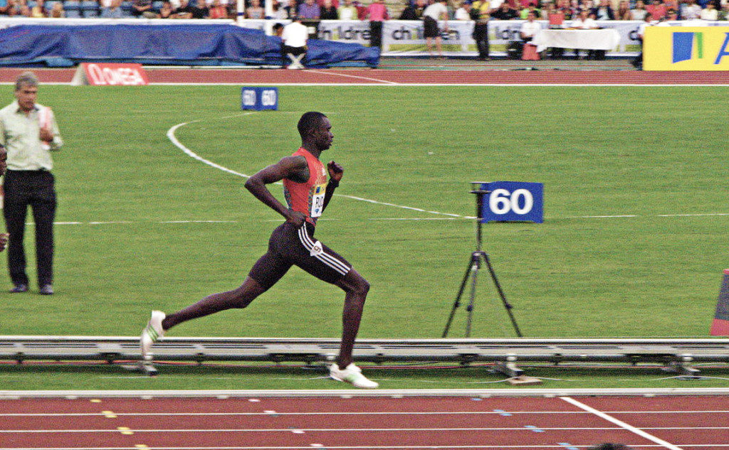 You can see how this athlete drives his elbow backwards at a 90 degree angle to generate extra propulsion. Head and torso facing straight ahead. Foot directly below his knee even with a long stride.